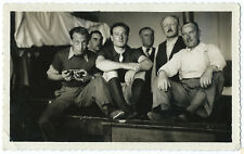 photo snapshot vintage 1950 groupe d'homme appareil photo selfportrait miroir