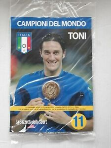 MEDAGLIA ITALIA CAMPIONI DEL MONDO    TONI   N° 11