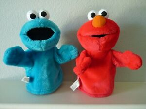 2 Sesame Street Plush Hand Puppets ELMO & COOKIE MONSTER 2004 Fisher Price