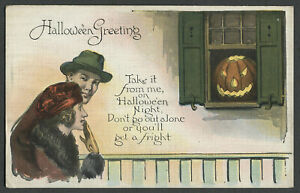 c.1930s HALLOWEEN GREETING Linen Postcard Menacing Jack-O-Lantern, Scared Couple
