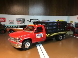 1/24 Scale 1996 Chevy Mobil Gas Stake Bed Truck, Chevrolet With Load