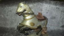 Ancien Cheval cabré avec Plate Medievale & socle - Bois, etain & tissus - XXème