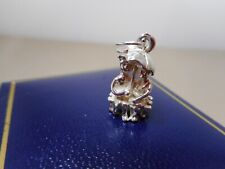 VINTAGE CHARM STERLING SILVER -  A COUPLE WITH UMBRELLA ON PARK BENCH   J40144