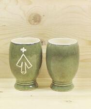 Becher Aufs Füßen im Landhaus-Stil aus Keramik