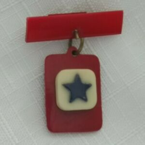 US PLASTIC 2 PART BAR SWEETHEART BROOCH - USA Military - RED WHITE & BLUE STAR