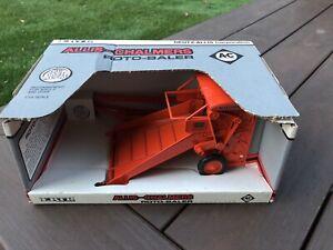 ERTL - ALLIS-CHALMERS Roto-Baler1/16 scale  Die-cast metal - New in Box