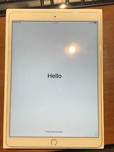 Apple iPad Pro 1st Gen. 256GB, Wi-Fi + 4G (Unlocked), 10.5 in - Silver