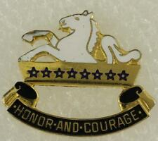 Vintage Us Military Dui Insignia Pin Honor And Courage 8th Cavalry Regiment