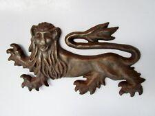 pièce de parement-lion héraldique en métal ouvragé-blason en demi rond de bosse