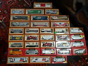 Tyco ho scale Freight car Lot of 33 Pieces