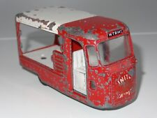(S) triang spot on UNITED DAIRIES MILK FLOAT - 122
