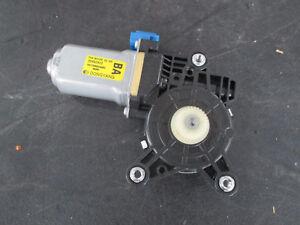 OEM GM NEW OLD STOCK CHEVROLET AVEO REAR POWER WINDOW MOTOR RH 25937973