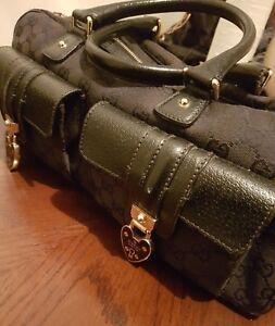 Gucci Handbag 100% Authentic  Made in Italy Medium size Black signature GG