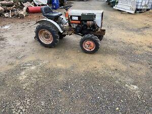 Kubota B6100. Compact Tractor