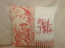 Housse de coussin Toile de Jouy rouge, dentelle et monogramme brodé **M**