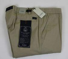 Pantaloni da uomo beige corti