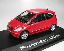 Schuco Mercedes-Benz A-Klasse rot 1:43 OVP Nr. 04481 neu