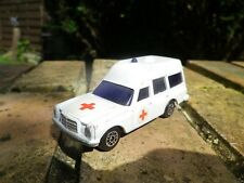 CORGI JUNIOR ENGLAND MERCEDES AMBULANCE, bon état, sans boite, voir photo.