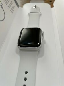 Apple Watch Series 6 40 mm Silver Aluminum Case with White Sport Band (GPS)