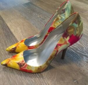 Worthington Pump Heels Floral Fabric Size 7 M Yellow Red Closed Toe