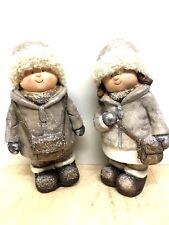2x Winterkind je 40cm  Figur Gartenfigur Weihnachtsdeko Winterdeko Junge Mädchen