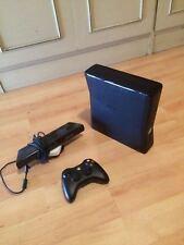 console XBOX 360 4 gb + sensore KINECT + 2 GIOCHI ORIGINALI+controller+cardiofre