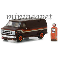 GREENLIGHT 97040 D THE HOBBY SHOP 1978 GMC VANDURA CUSTOM 1/64 w GAS PUMP BROWN