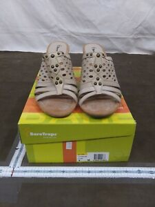 CUTE Womans Size 8M Baretraps Charlisa stone Sandal Shoes Heels Studs tan