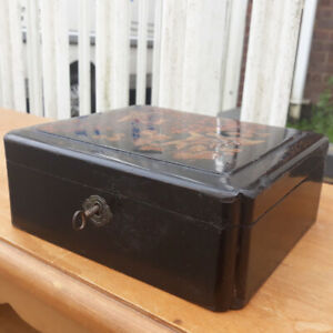 Vintage 1920's-30's Japanese Black Lacquer Box Decorated With Love-Birds