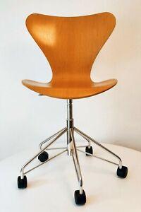 Fritz Hansen 3117 Sieben Bürostuhl Drehstuhl Design Arne Jacobsen