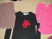 LOT 6 CLOTHS WOMEN'S SIZE MEDIUM SHIRTS & SIZE 8/6 SKIRTS & VEST SIZE MEDIUM