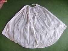 Cape de baptême très ancienne en voile de coton brodée avec jours