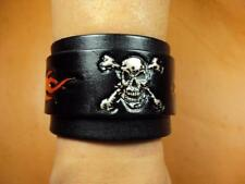 Flame & skull leather bracelet hand carved patterns Cheergiant Crafts火焰與骷髏頭皮雕手環