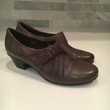 Earthies 'Voyager' Sz 12 B Taupe Gray Leather Adjustable Strap Ruched Pumps