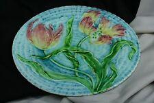 Plato relieve. Loza. Plato decorativo con colores. Plate relief. Crockery. Decor