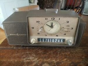 Vintage GE Model C-482B Clock Radio Perfect For Parts Restore