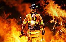 Enmarcado impresión Bombero luchando contra una intensa incendios forestales (imagen Bombero Art)