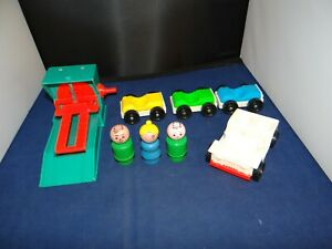 Vintage Original 1960s Fisher Price Little People Play Family Garage Accessories