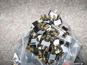 Neuf Lot De 20 Cutler Hammer Ch 7503K15 Bouton Interrupteur Spdt 10A/250AC 15A /