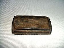 Très ancienne tabatière,boite à priser en corne de bovin.