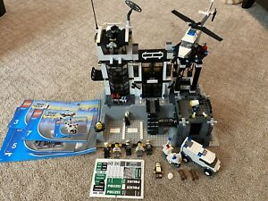 Lego City Police Station Set 7237 -99% Complete Minifigures and Manuals