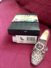 Just the Right Shoe by Raine. Baroness; Circa 2000