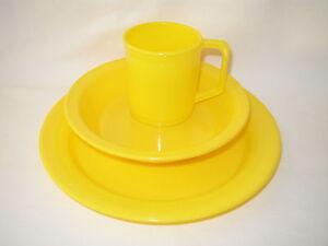PLASTIC CAMPING PLATE MUG & BOWL SET - YELLOW