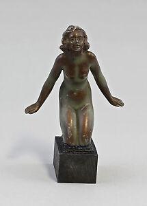 99838037 Skulptur Weiblicher Akt Zinkspritzguss Jugendstil um 1900