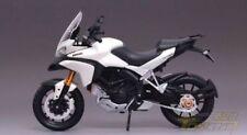 Motos et quads miniatures blancs pour Ducati 1:12