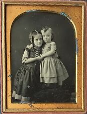 EMBRACING YOUNG SIBLINGS HUGGING BEAUTIFUL CHILDREN GIRL 1/4 DAGUERREOTYPE D428
