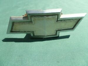 1979-1981 USED CHEVROLET CHEVETTE GRILLE EMBLEM WITH BRACKET