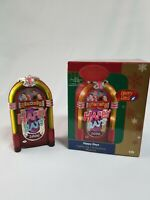 Happy Days Carlton Cards Heirloom 2006 Jukebox Christmas Ornament song and light