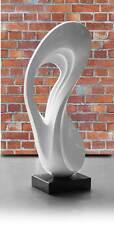 Modere abstrakte weiße Lack Skulptur Statue Plastik mit kleinem Marmorsockel.