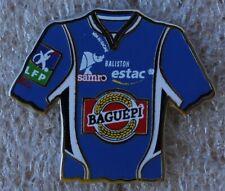 Pins Football  Maillot trikot TROYES ESTAC . Non au racisme